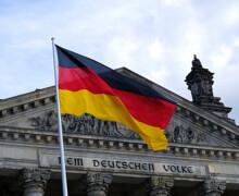 Germania: corsa a tre per il successore di Angela Merkel