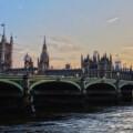 La Gran Bretagna dal 2030 abbandona auto a benzina e diesel! La rivoluzione green di Johnson